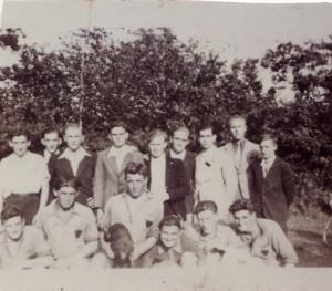 Rostrenen. Tournoi de sixte. Au centre, Albert Torquéau ; à sa droite, mon père ; derrière mon père, mon oncle.